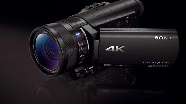 Sony lancia la videocamera 4K* più piccola e leggera al mondo[i]