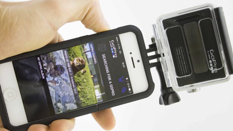 Il supporto per smartphone, la torcia impermeabile: nuovi accessori per GoPro