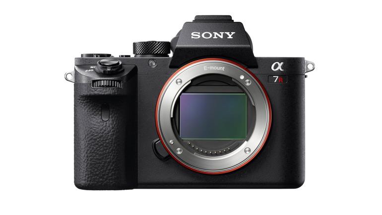 Nuova fotocamera Sony α7R II con sensore full-frame da 35 mm retroilluminato