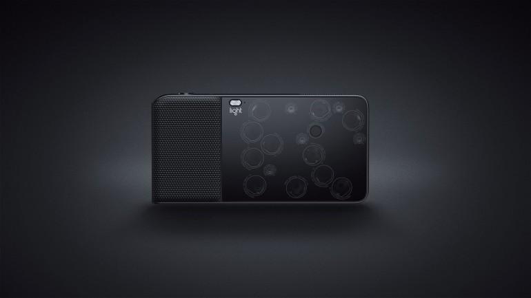 Light L16, con le sue 16 lenti, è la prima macchina fotografica multi apertura al mondo