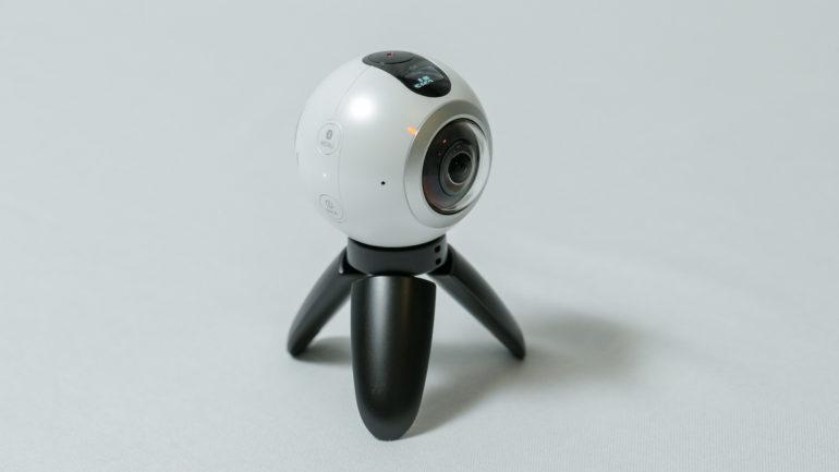 """Samsung Gear 360: Nuova videocamera che lancia il nuovo trend delle foto e dei video """"roundie"""""""