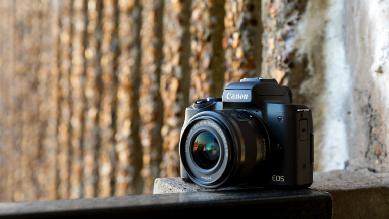 Canon EOS M50: la nuova mirrorless con touchscreen e video 4K